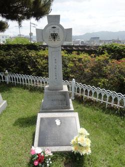 퀸란 주교 묘소-01.jpg