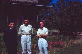 고 신부-03 - 01-1946~7년 경 -맨 왼쪽.jpg