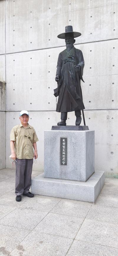 대성당 앞의 최양업 -01-01.jpg