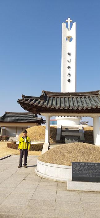 순교자들의 묘와 기념탑-01.jpg